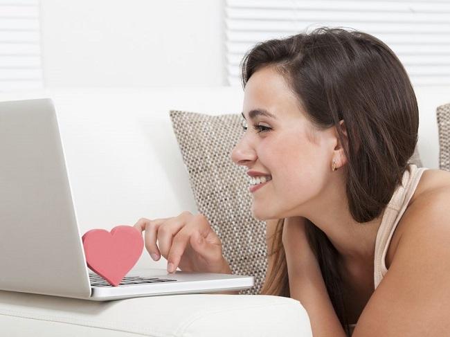 comment aborder une fille sur internet