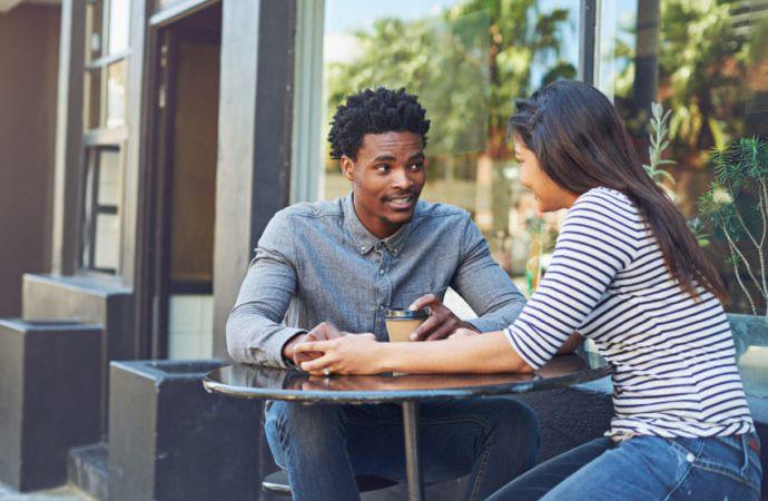 10 sujets de conversation avec une fille